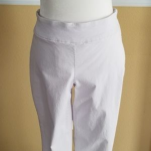 Dana Buchman White Pants Medium Short